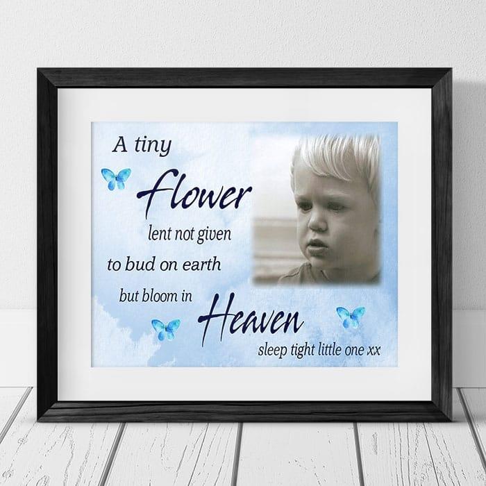 A tiny flower remembrance keepsake